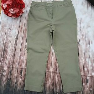 Chico's Fabulously Slimming Green Cropped Pants